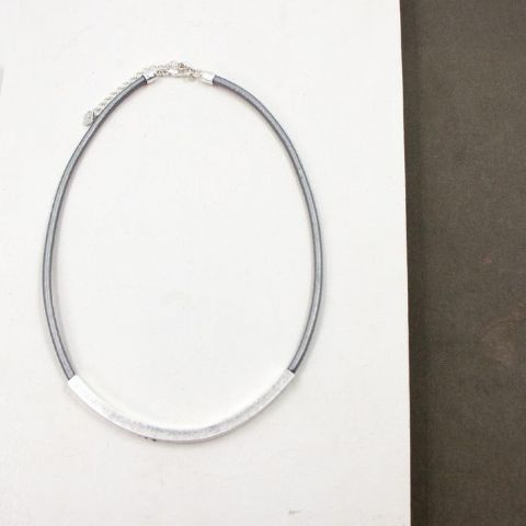 GREY AND SILVER BAR SHORT NECKLACE